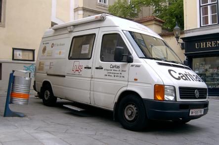 Dank der Künstlergruppe Wochenklausur ist die kostenlose medizinische Versorgung Obdachloser in Wien bis heute gesichert (Secession, 1993)