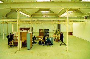 Die von Wolfgang Zinggl mitgegründete Künstlergruppe Wochenklausur organisierte Schlafplätze für drogenabhängige Frauen (Shedhalle, 1994)
