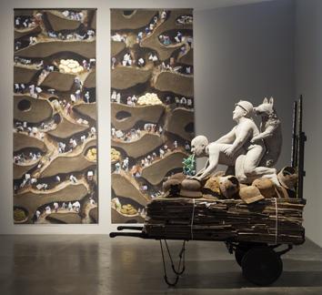 Die Skulptur Not Dressed for Conquering von Ines Doujak in der Ausstellung Die Bestie und der Souverän Foto: Doujak