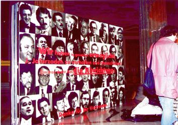 Nach der Enthüllungsaktion bei der Vernissage im Parlament war Lukas Pusch zahlreichen Repressalien des Bundesministeriums für Untericht und Kunst ausgesetzt. Die Arbeit wurde damals von Wolfgang Zinggl positiv in TzK besprochen. Für Kurator Matthias Michalka dürfte das auch 2o Jahre später noch ein Grund sein die staatliche Zensur fortzuführen.