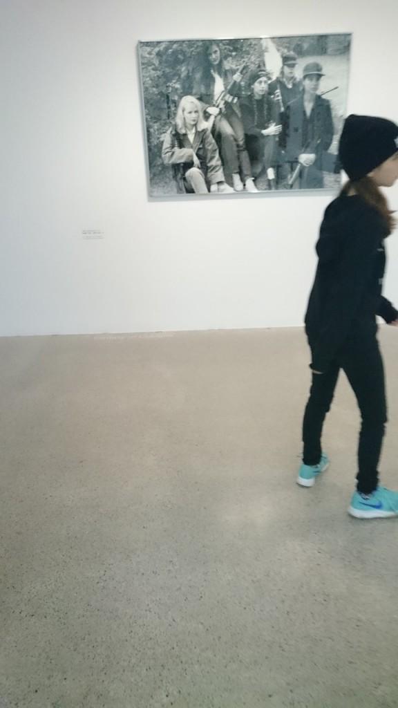 Ein Gruppenfoto mit Isabelle Graw und Jutta Koether hat zwar nichts mit Malerei zu tun aber dafür mit dem Umfeld der privaten Sammlung der MUMOK-Direktorin Karola Kraus.