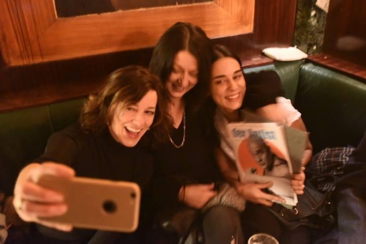 Gute Stimmung bei der Lesung von Edita Malovcic in der Loosbar