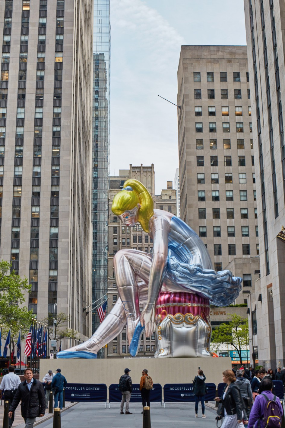 Seated Ballerina, 2017 © Jeff Koons / Photo: Tom Powel Imaging