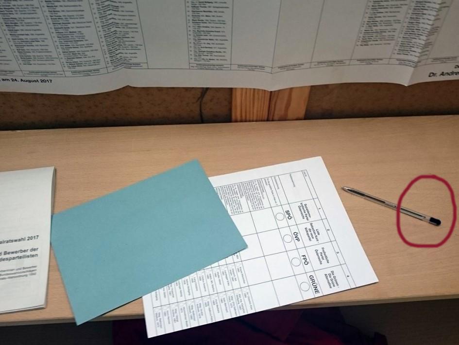 In zahlreichen Wahlkabinen waren die Kugelschreiber zum Ankreuzen der Wahlzettel nicht in allen Parteifarben ausgelegen,was als indirekte Wahlwerbung gewertet wurde. Die zuständigen Stellen der Wahlbehörde im Innenministerium waren zu keiner Stellungnahme bereit.